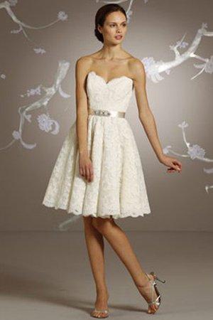 8bbe8a09ce8 Robe de mariée solennel naturel festonné col en forme de cœur décolleté  dans le dos